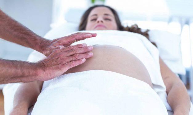 Ból brzucha może być oznaką wielu poważnych dolegliwości, schorzeń czy problemów zdrowotnych
