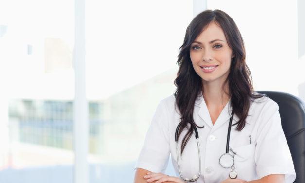 Chirurg naczyniowy. Wiele przypadków chorób tętnic i żył przyczynia się w sposób nagły lub powolny do zwężenia ich światła, niekiedy do całkowitego ich zamknięcia.